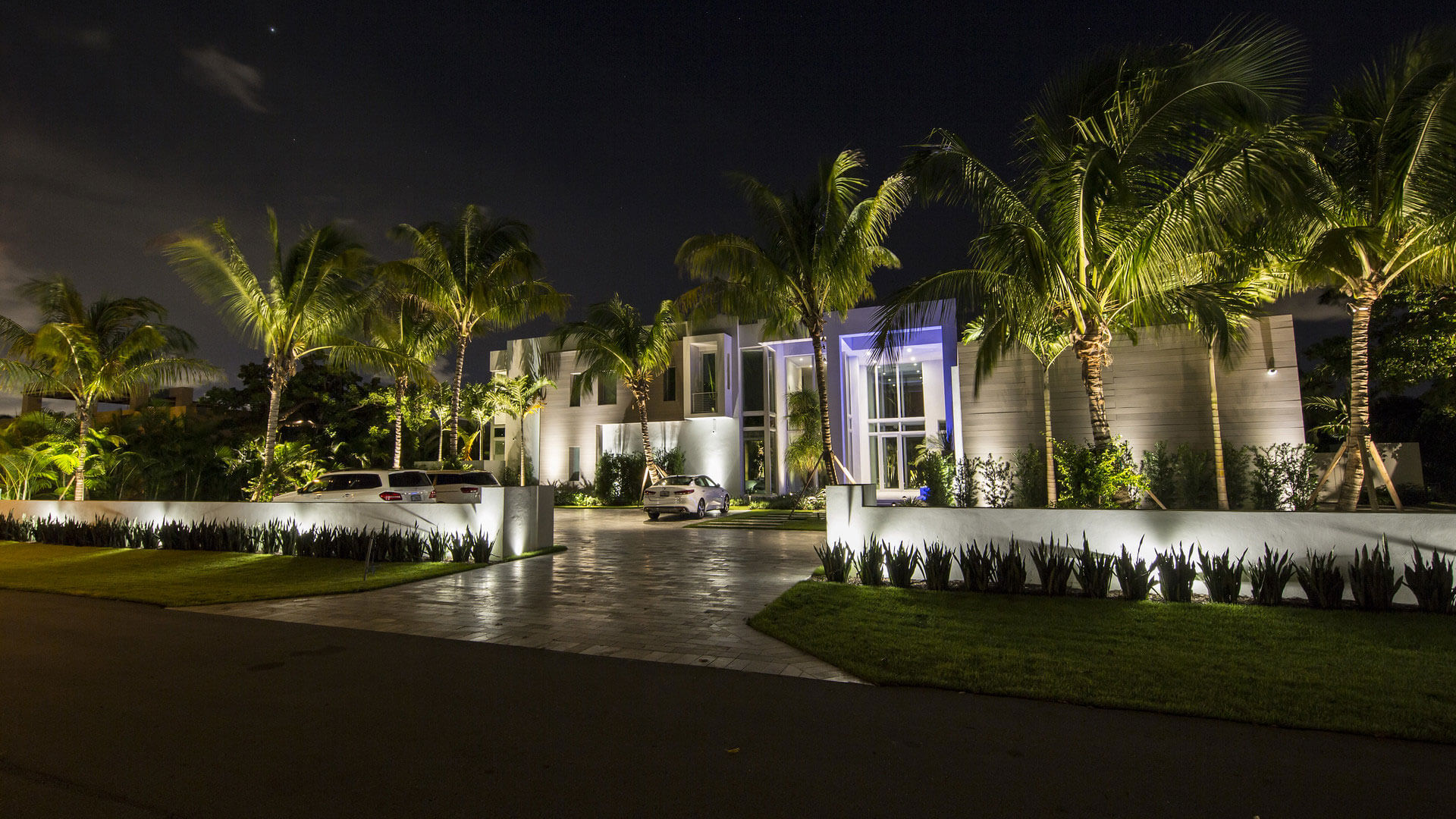 Luxury Illumination Outdoor Lighting Palm Beach Portfolio Slide 5