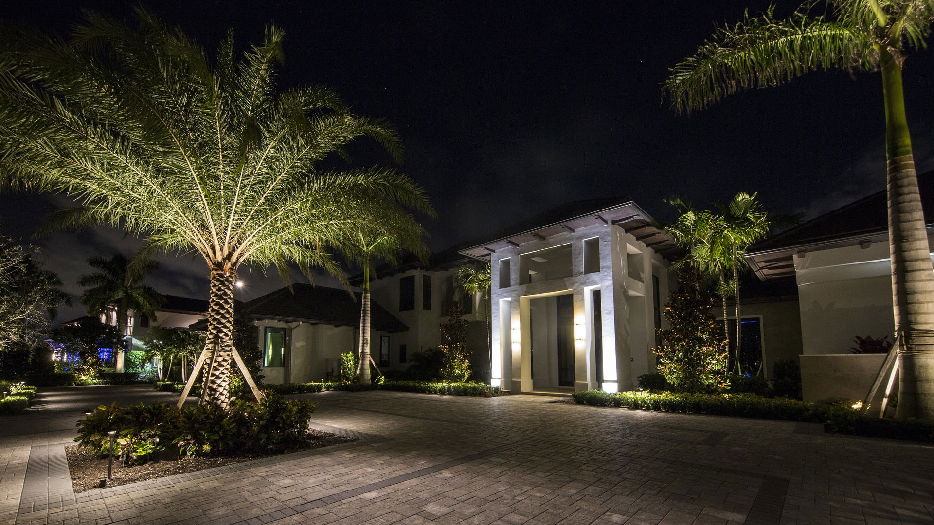 Luxury Illumination Outdoor Lighting Palm Beach Portfolio Slide 9